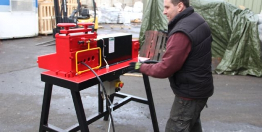 3000 cable stripper in operation
