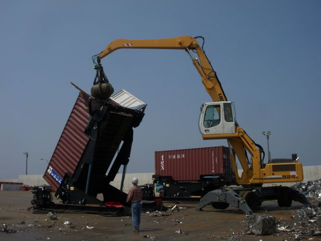 A Ward MiTilt container loader