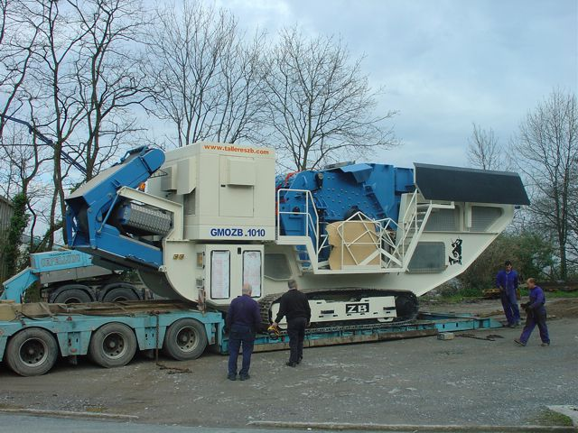 Thor mobile shredding unit for white goods, construction waste, and scrap recycling