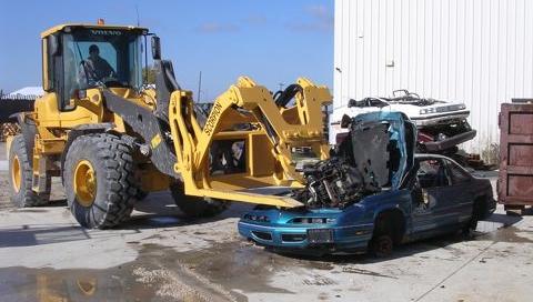 Engine puller for car dismantlers