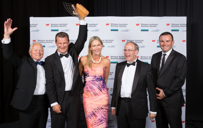 container tilter manufacturer scoops award