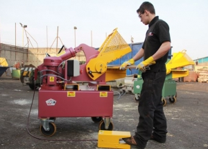 320 alligator shear metal cleaning and metal cutting in a scrap metal yard