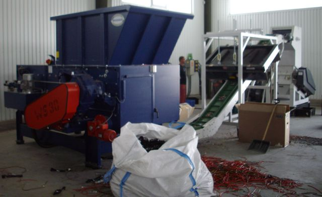 Wagner WS 33 shredder with conveyor attached