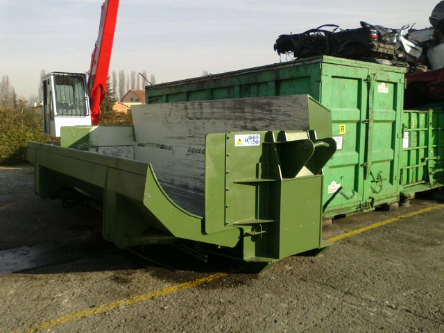 Tabarelle S5000 car and metal baler with crane