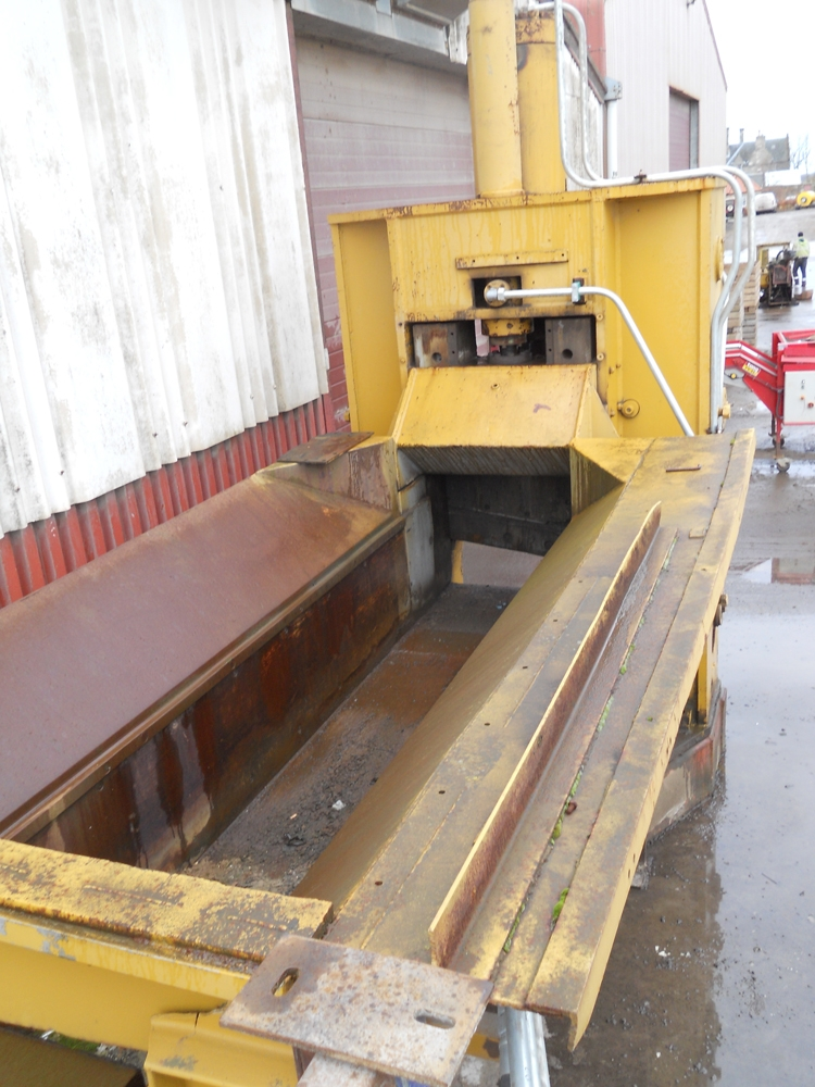 Used Lindemann 350T feed bed open